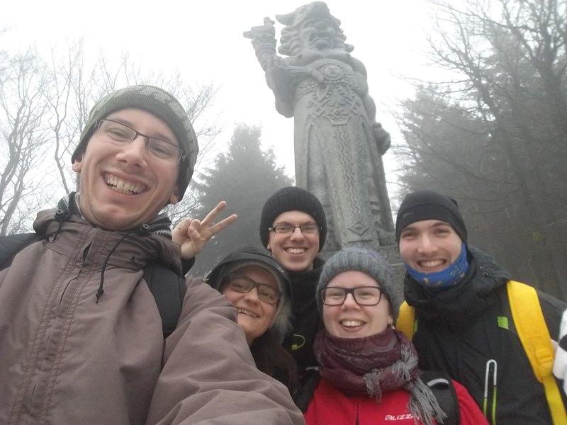 Kristýna Garguláková (uprostřed) s VKH Olomouc na Radhošti.