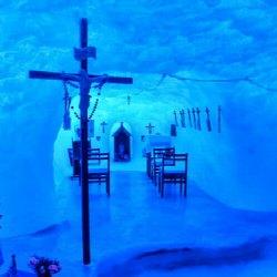 Univerzální kostel: Existuje v Antarktidě katolická církev? Pojďme se podívat pod led!