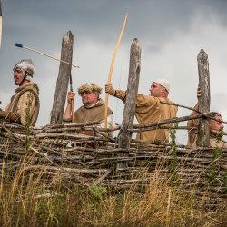Dost bylo online akcí - pojďte s námi do historie, a to docela reálně. Víte, jak smrdí bojovník po bitvě a jaká tma je v replice středověkého domu?