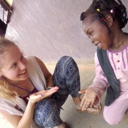 SIRIRI znamená pokoj. Do středoafrické republiky ho vozí čeští dobrovolníci